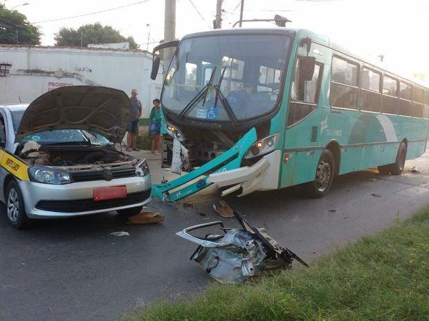 Acidente ocorreu em esquina da Rua Santa Maria com a Avenida Deputado Esteves Rodrigues - Foto: Arquivo Pessoal / Juliana Peixoto