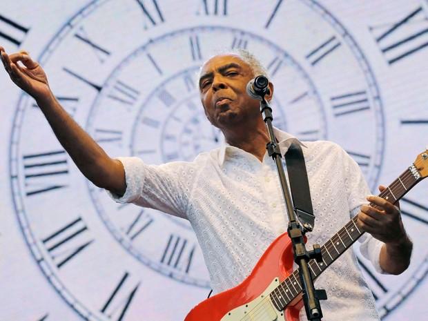 O cantor e compositor Gilberto Gil faz show durante as comemorações do aniversário de São Paulo no Clube de Regatas Tietê - Foto: Nelson Antoine/Fram-e/Estadão Conteúdo