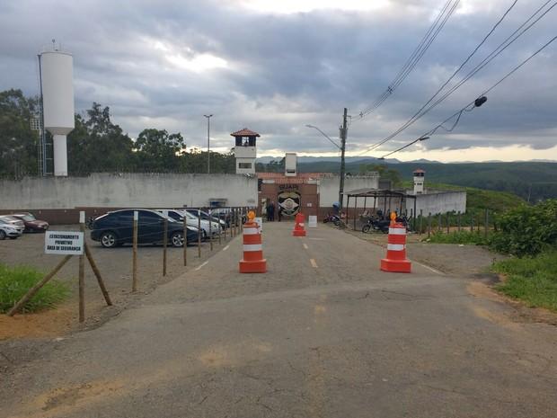 Aparelhos foram apreendidos dentro de duas celas - Foto: Samara Barra / Inter Tv dos Vales
