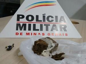 Droga apreendida no interior de veículo em Governador Valadares (MG) - Foto: Polícia Militar/Divulgação)