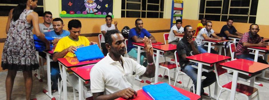 Detentos de Governador Valadares estudando em escolas fora do presídio