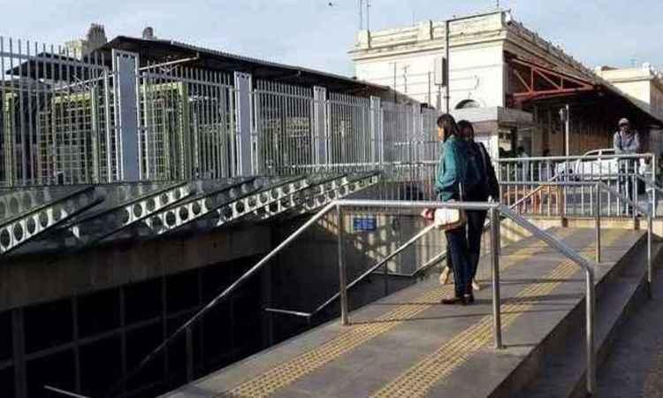 Nesta segunda-feira usuários encontraram estações fechadas (Foto: Edésio Ferreira/EM/D.A Pres)