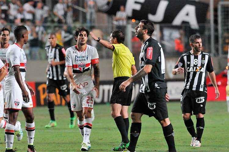 alo, de Pratto, fica no quase diante do São Paulo no Independência: gol fora de casa decretou eliminação