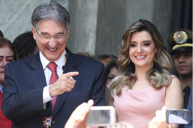 O governador de Minas Gerias, Fernando Pimentel (PT), e a primeira-dama, Carolina de Oliveira, são investigados na Operação Acrônimo, suspeitos de terem recebido vantagens indevidas
