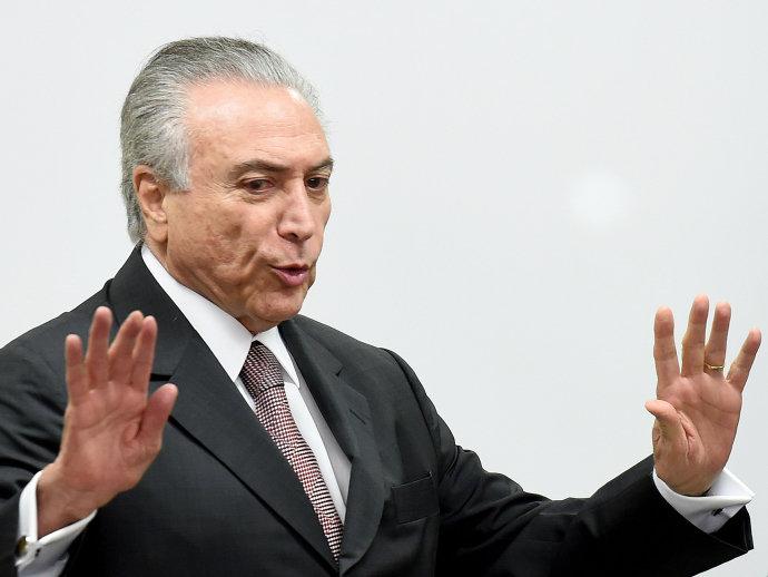 O presidente da República em exercício, Michel Temer, durante encontro com ministros no Palácio do Planalto, em Brasília (DF) - 16/05/2016(Evaristo Sá/AFP)
