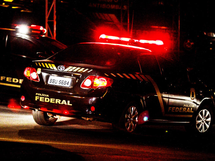 Movimentação na sede da Polícia Federal em Curitiba (Vagner Rosário/VEJA.com)