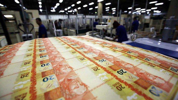 Proposta em pauta em discussão com a nova equipe econômica prevê a carência de um ano no serviço da dívida e o alongamento do passivo dos anos seguintes (Marcelo Sayão/EFE/VEJA)