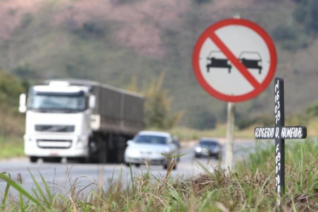Veículos de carga pesada terão tráfego restrito nas rodovias de Minas para evitar acidentes