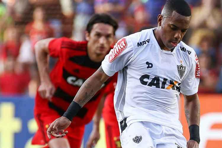 Robinho participou dos quatro gols alvinegros, mas Atlético deixou Ilha do Retiro com resultado frustrante