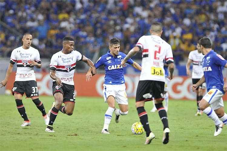 De Arrascaeta e cia não conseguiram furar bloqueio são-paulino no Mineirão e viram Cruzeiro perder terceira