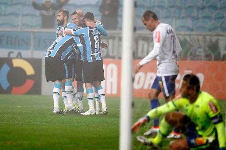 Cruzeiro perdeu para o Grêmio e complicou sua situação na tabela do Campeonato Brasileiro