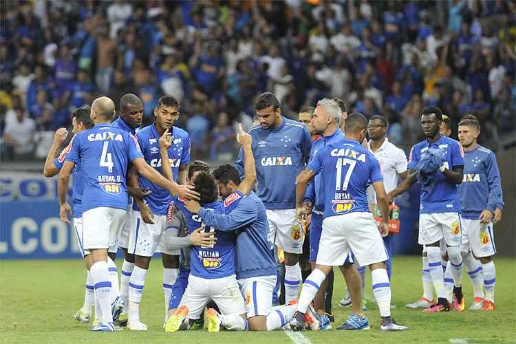 Com dois gols de Willian, Cruzeiro venceu a segunda partida consecutiva no Campeonato Brasileiro