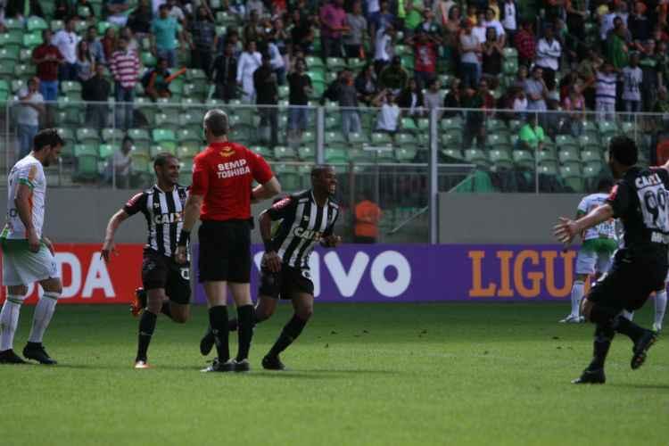 Robinho aproveitou bom passe de Calyton, após bobeada de Sueliton, e marcou o gol que deu a vitória ao Galo