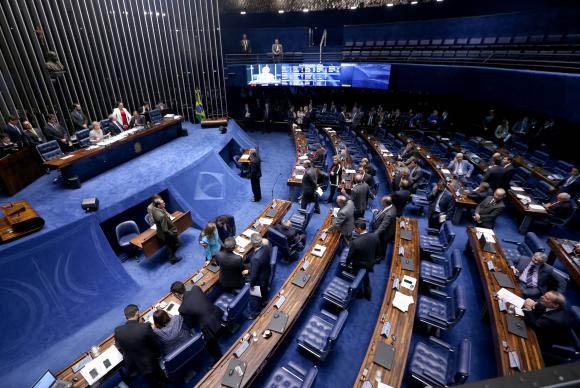 As votações no Senado, nesta semana, devem ter em pauta os projetos de lei que altera os valores de enquadramento do Simples Nacional e o que  institui o Programa Ciência sem Fronteiras (foto: Wilson Dias/Agência Brasil)