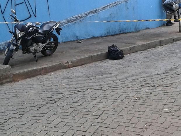 Bolsa suspeita de conter explosivos em Teófilo Otoni (Foto: Vitor Ferreira/ Arquivo Pessoal)