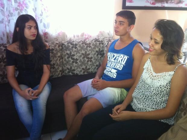 Jovens valadarenses cobram o pagamento de R$ 3 mil do Poupança Jovem (Foto: Sávio Scarabelli/G1)