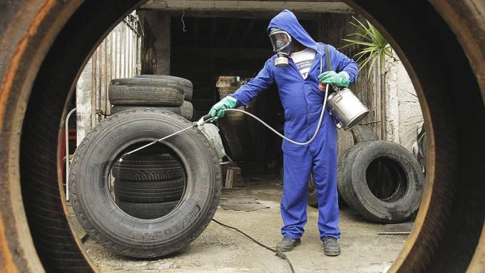 A nova lei permite o ingresso forçado em imóveis públicos e particulares para o combate ao Aedes em três situações: abandono, ausência ou recusa de pessoa que possa permitir o acesso de agente público.