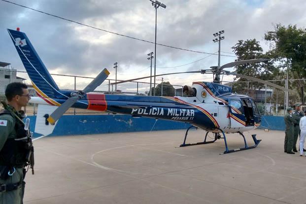 Até o helicóoptero Pégasus, da PM, foi deslocado para dar suporte tático à operação (foto: Grupo de notícias do Cabo Nathan no whatsapp)
