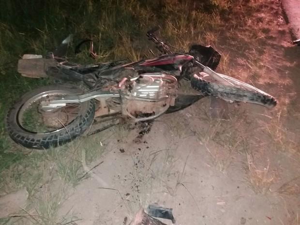 Passageiro da motocicleta morreu no local do acidente (Foto: Paula Lanes Oliveira / Arquivo Pessoal )