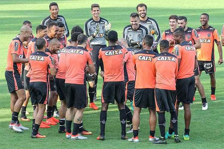 Jogadores buscam vencer a sexta partida seguida no Brasileirão para manter o grupo alvinegro animado