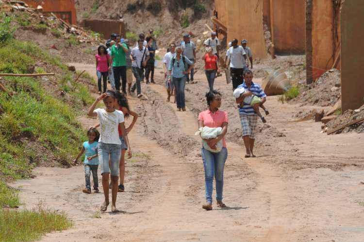 Famílias perderam as suas casas com o rompimento da Barragem do Fundão (foto: Tulio Santos/EM/D.A Press)