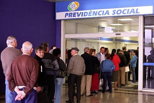 fila-de-aposentados-em-agencia-da-previdencia-social-original1-e1470746012426