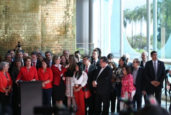 A ex-presidenta Dilma Rousseff terá direito a oito servidores, perderá o salário e terá de deixar o Palácio da Alvorada em 30 diasJosé Cruz/Agência Brasil