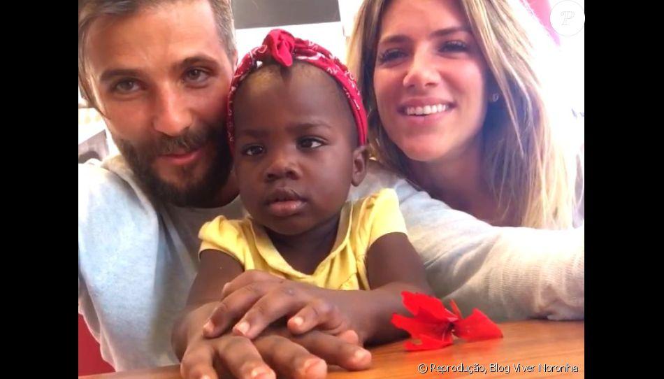 Bruno Gagliasso e Giovanna Ewbank posam com a filha, Titi, pela 1ª vez