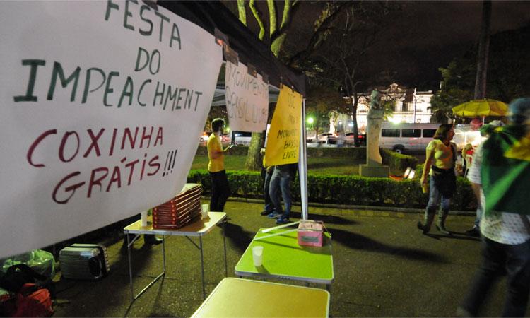 Manifestantes a favor de temer se reuniram na Praça da Liberdade (Foto: PMMG/Divulgação)