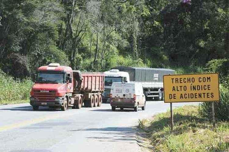 Trechos das BRs 381 e 262 entre BH e Vitória não constam do pacote (foto: Gladyston Rodrigues/EM/D.A Press - 30/3/15)