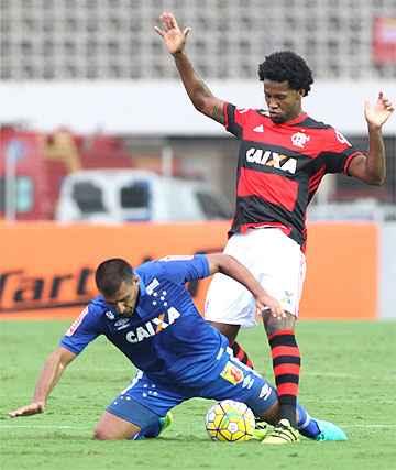 Ábila perdeu gols incríveis aos 39 e aos 41 do segundo tempo, logo depois de Flamengo empatar