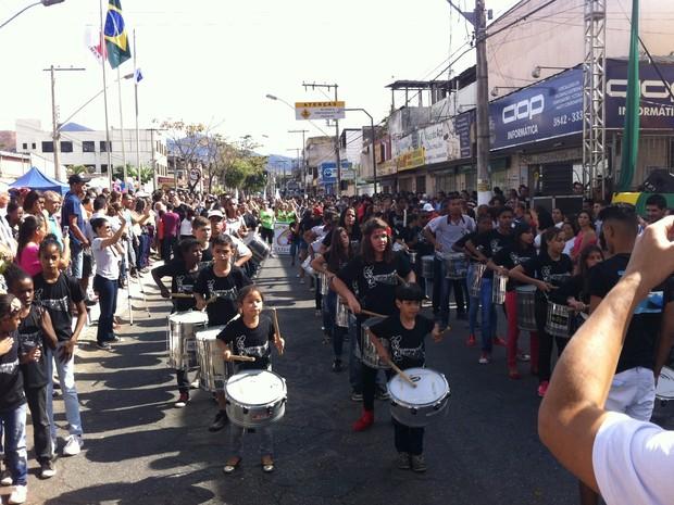 Muitas crianças participaram do desfile em Fabriciano (Foto: Thaís Fullin/Arquivo pessoal)