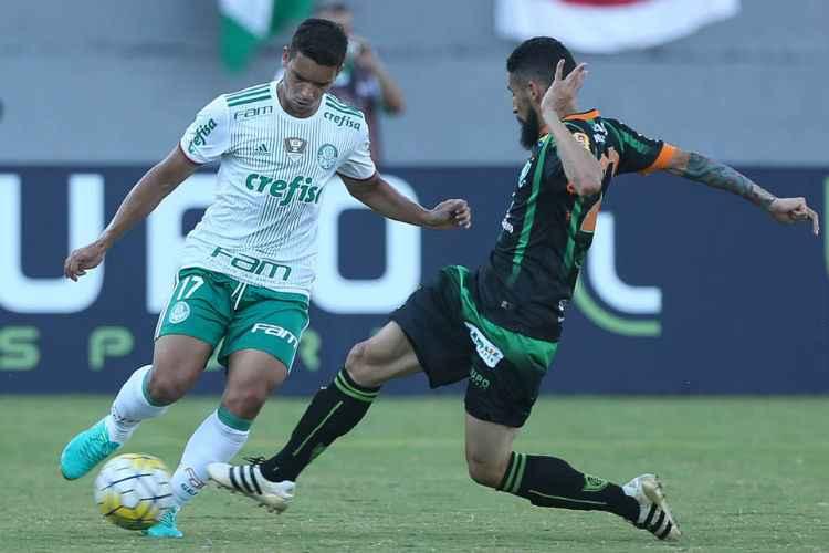 Palmeiras aproveitou chances no começo e no fim do jogo para fazer os dois gols da partida contra o América