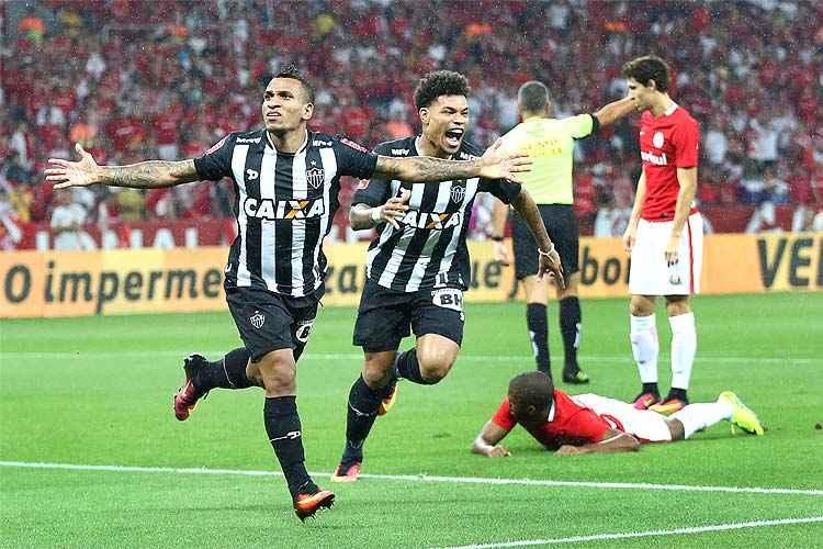 Meia venezuelano Otero concluiu grande jogada de Lucas Pratto e abriu o placar para o Atlético no Beira-Rio