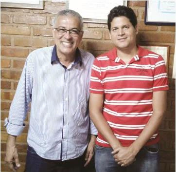 O presidente da AMUC, o prefeito Carlão, de Pavão, com o prefeito eleito em Teófilo Otoni, Daniel Sucupira