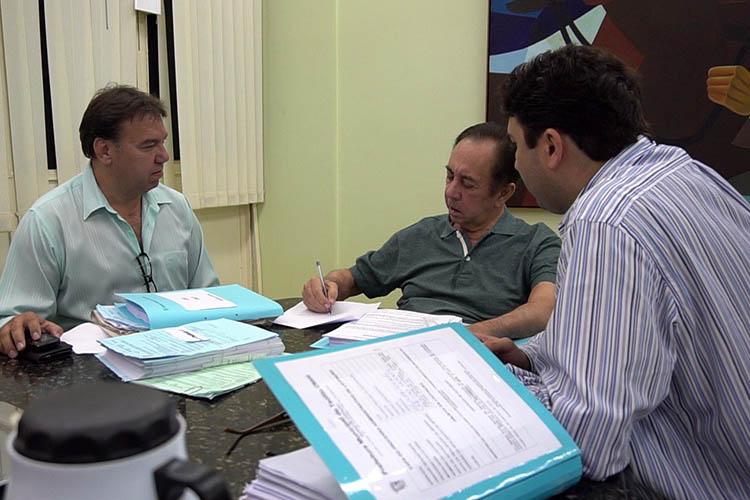 O licenciamento do prefeito se deu a pedido da família, que teme que aqui, em Teófilo Otoni, Getúlio não consiga se recuperar adequadamente do AVC sofrido em julho