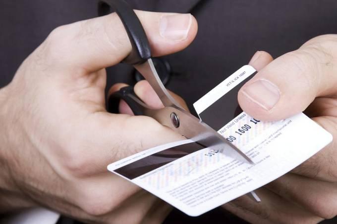 Taxa de juros do cartão passou de 480% em setembro, segundo o BC (Thinkstock/VEJA/VEJA)
