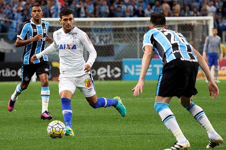 Setor criativo do Cruzeiro foi substituído por Mano Menezes durante a segunda etapa do confronto