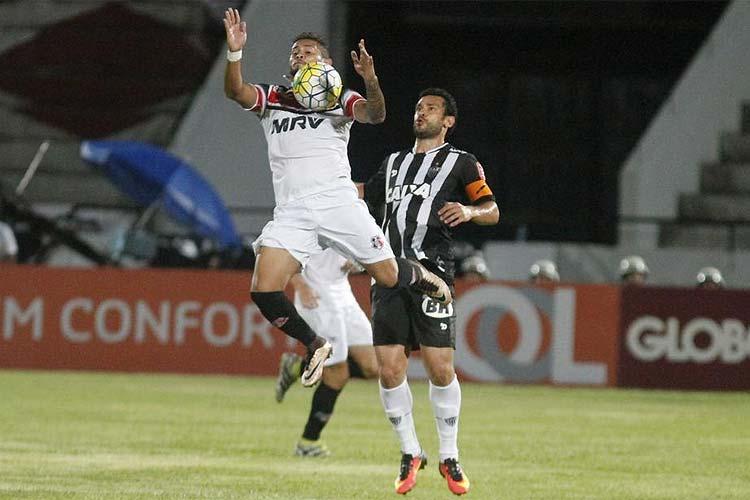 Fred teve participação decisiva na partida contra o Santa Cruz: um gol e uma bela assistência para Hyuri