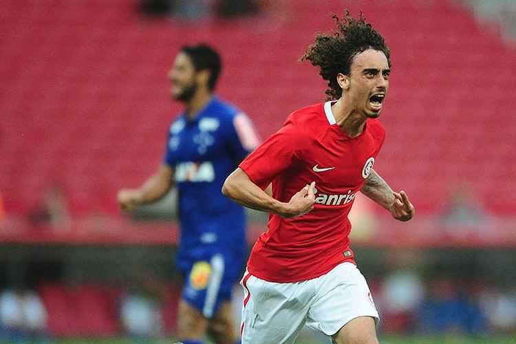 Valdívia marcou o único gol da partida e garantiu vitória ao Internacional sobre o Cruzeiro no Beira-Rio