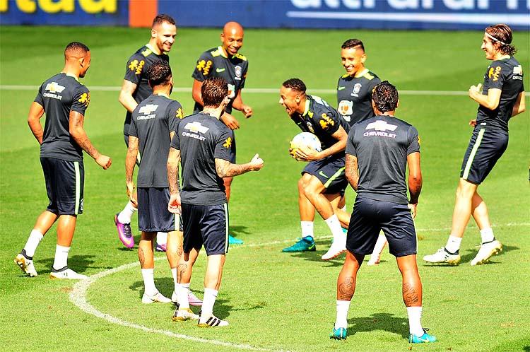 Em alto astral e com Neymar de volta, líder Brasil vai com tudo para cima da Argentina