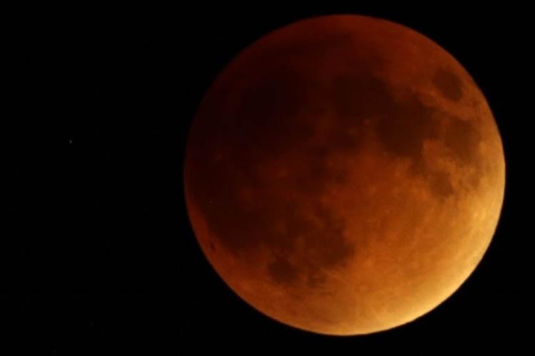A lua não chegava tão perto assim da Terra desde 1948 e não voltará a fazê-lo até 2034 (Arquivo Agência Brasil)
