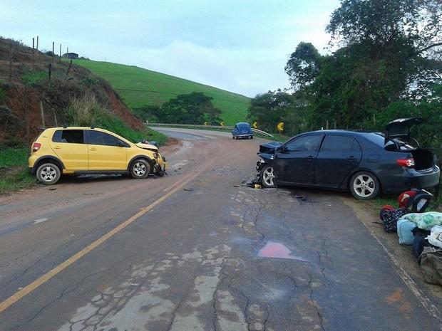 Veículos ficaram destruídos com a batida (Foto: Walter Nunes/Arquivo Pessoal)