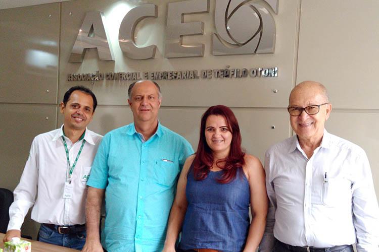 Primeiro encontro entre a presidente do SECTO, Edna Simil e a diretoria da ACE, em 07 de novembro, na sede da ACE