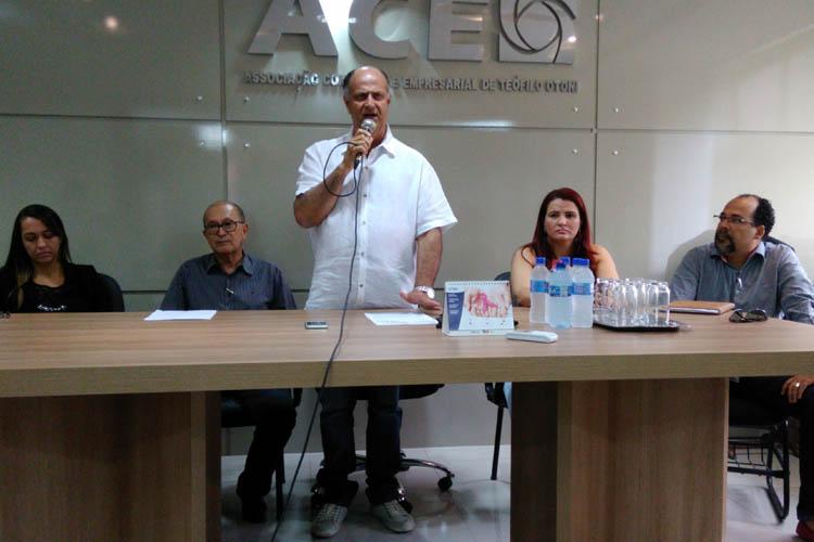 Na terça-feira, 29 de novembro, a ACE promoveu outro encontro em sua sede, desta vez com a presença de vários empresários, para esclarecer a necessidade do acordo coletivo