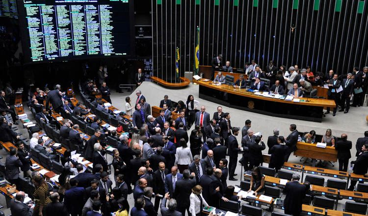 Os parlamentares também votam projetos sobre os próprios salários (foto: ASCOM Câmara dos Deputados)