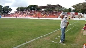 Marcelo Buarque não estava satisfeito com os jogadores (Foto: Diego Souza/Globoesporte.com)