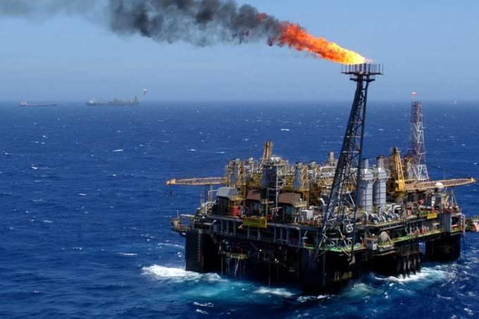 A produção total da Petrobras no país, incluindo o gás natural, somou 2,63 milhões de barris de óleo equivalente por dia (boed), também um novo recorde para a estatal (Marcelo Sayão/EFE/VEJA)
