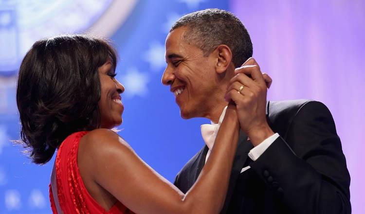 Barack e Michelle Obama dançando em recepção na Casa Branca