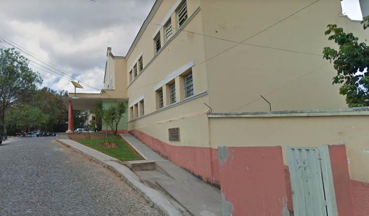 A Escola Municipal Irmã Maria Amália está em vias de fechamento, uma vez que os donos do imóvel, segundo consta, teriam vendido a propriedade para um grupo empresarial que pretende construir ali um shopping center (foto: Google Street View)